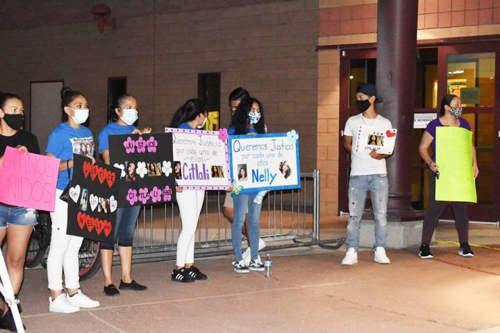 Citlali Mora y Nelly Amaya-Ramírez, ambas de 16 años, murieron atropelladas al cruzar la call ...