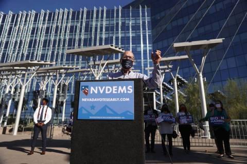 El presidente del Comité Nacional Demócrata, Tom Pérez, habla durante una conferencia de pre ...