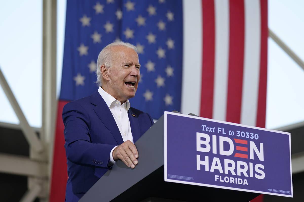 El candidato presidencial demócrata, el ex vicepresidente Joe Biden, habla en el Miramar Regio ...
