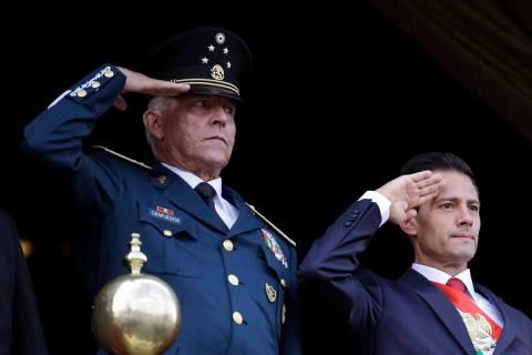 En esta fotografía de archivo del 16 de septiembre de 2016, el secretario de Defensa, general ...