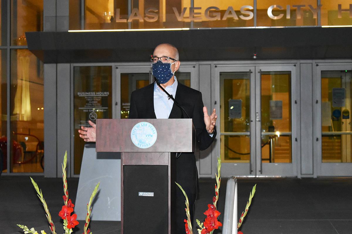 El senador estatal Moisés Denis durante un evento para concluir el Mes de la Herencia Hispana ...