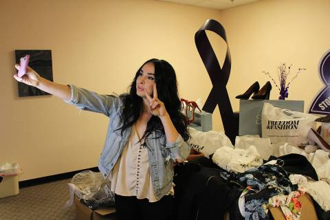 Freedom & Fashion, de Laverne Delgado, recorre refugios de mujeres a quienes les regala ropa, c ...