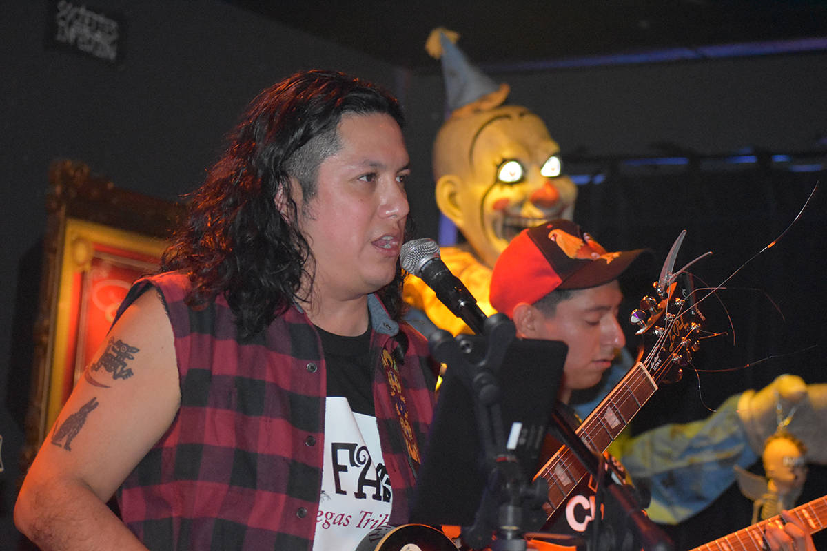 """Jonathan """"El Jonas"""" Ríos Sánchez, vocalista de """"CaiFan5 Las Vegas Tribute"""" en el conc ..."""