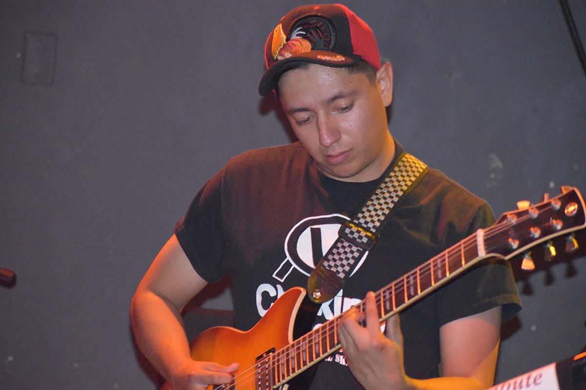 """Allan García, guitarrista de """"CaiFan5 Las Vegas Tribute"""" en el concierto homenaje a Caifan ..."""