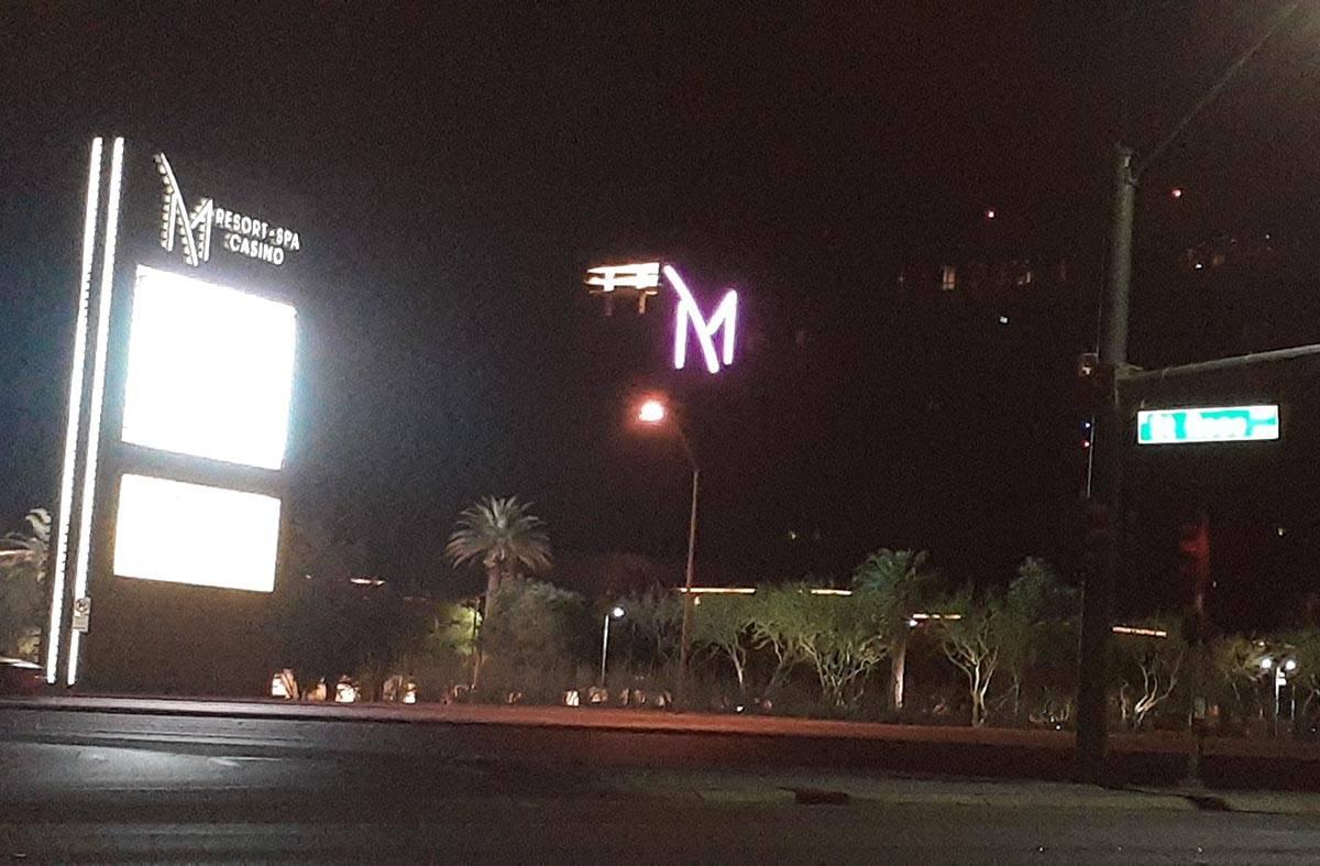 La policía detuvo a una persona de interés al salir de M Resort en Henderson el lunes, 19 de ...