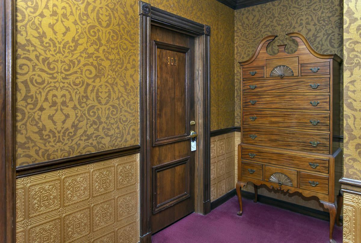"""Fuera de la habitación 502 es donde se dice que """"La Dama de Rojo"""" murió en el Hotel Mizpah en ..."""