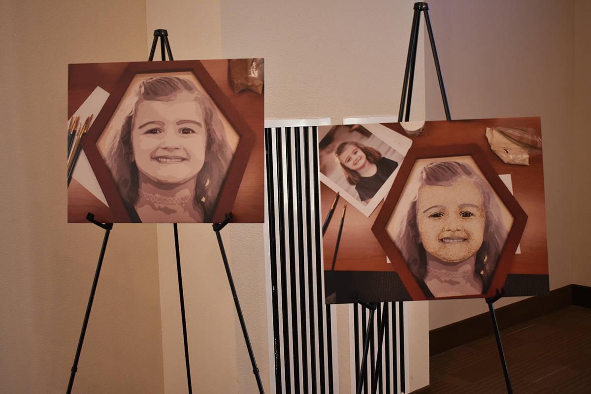 """Familiares de Caroline Nicole Carran decoraron un """"floragraph"""" que formará parte del próx ..."""