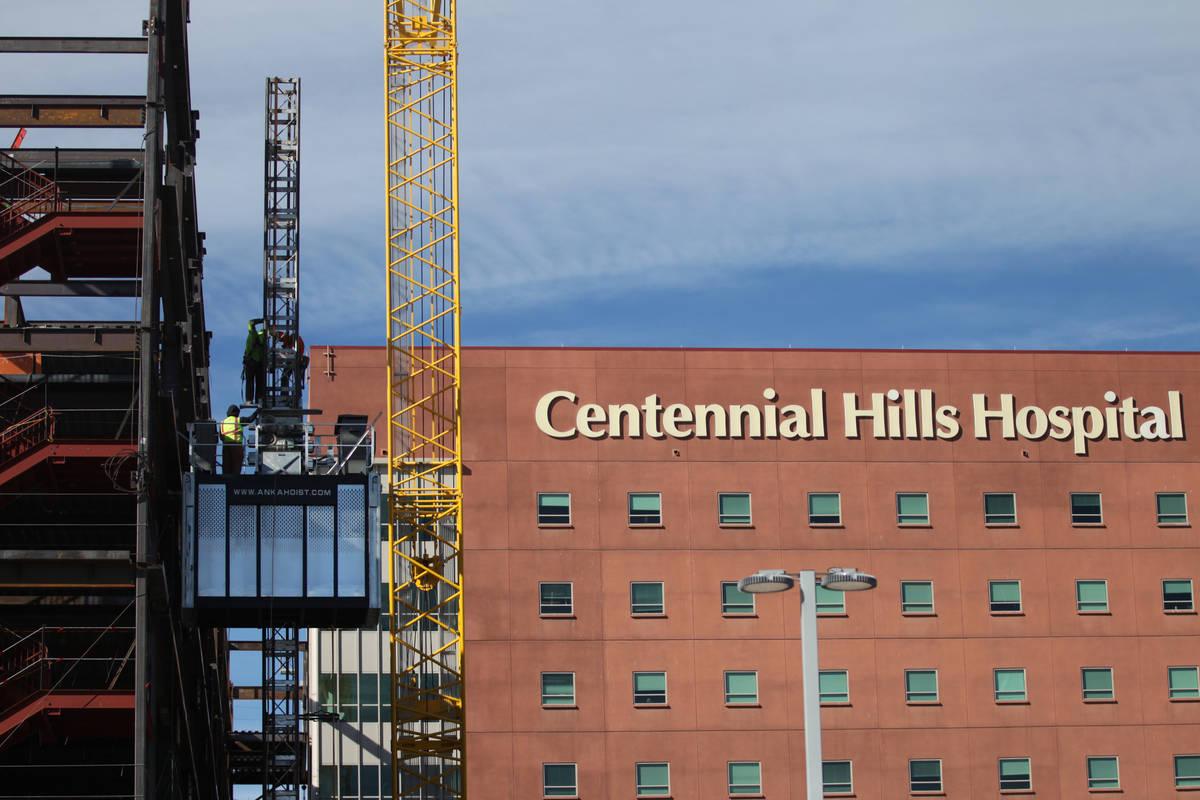 Hospitales del Valley Health System reanudaron las visitas de los pacientes de forma limitada, ...