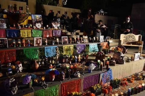 En esta foto de archivo, personas disfrutaron de la celebración anual del Día de Muertos en S ...