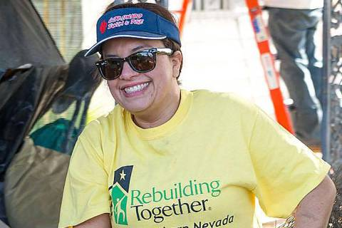 La organización local sin fines de lucro Rebuilding Together Southern Nevada (RTSNV) proporcio ...