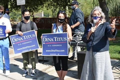 La congresista Dina Titus habló ante estudiantes de la Universidad de Nevada Las Vegas antes d ...
