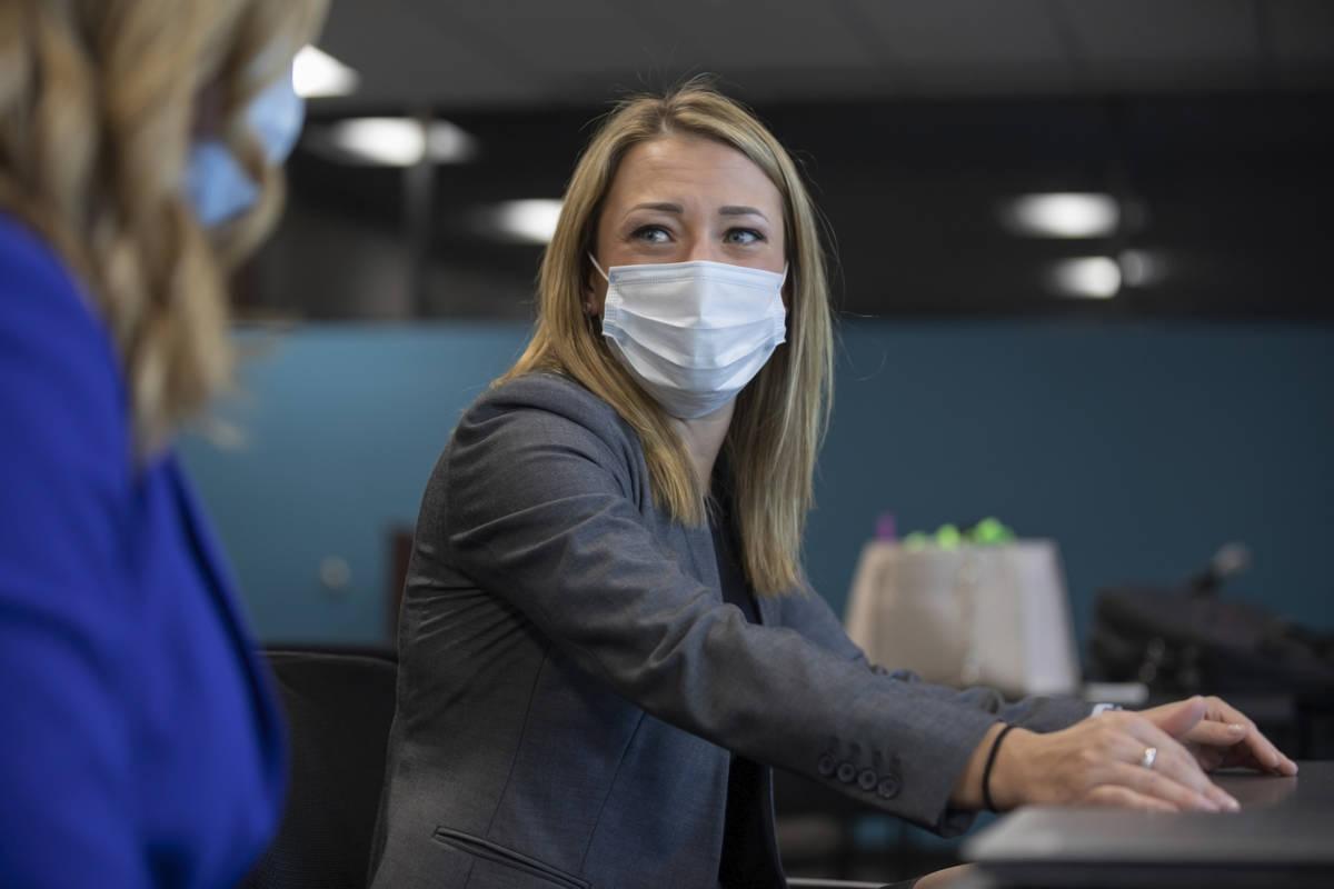 La asistente de la defensora pública federal, Erin Gettel, es entrevistada el viernes, 23 de o ...