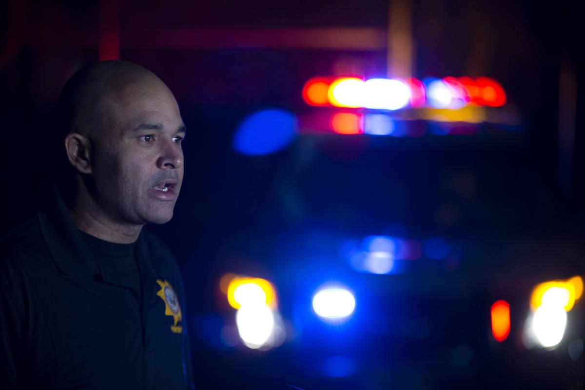 El teniente Ray Spencer da una rueda de prensa sobre un homicidio en la cuadra 2900 de la aveni ...