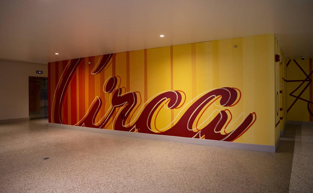 Letrero de Circa en el primer piso del Garage Mahal en Circa, el primer casino construido en el ...