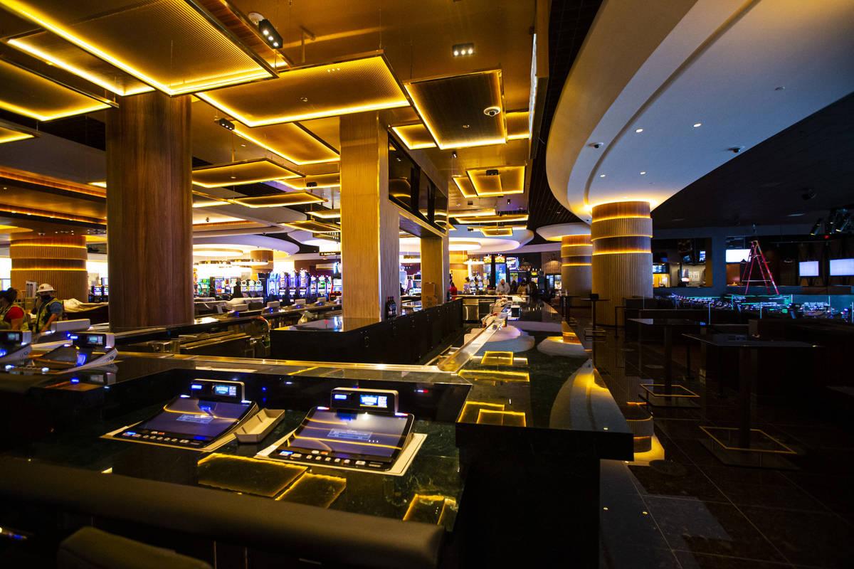 Overhang bar visto durante un tour por Circa, el primer casino construido en el centro de Las V ...