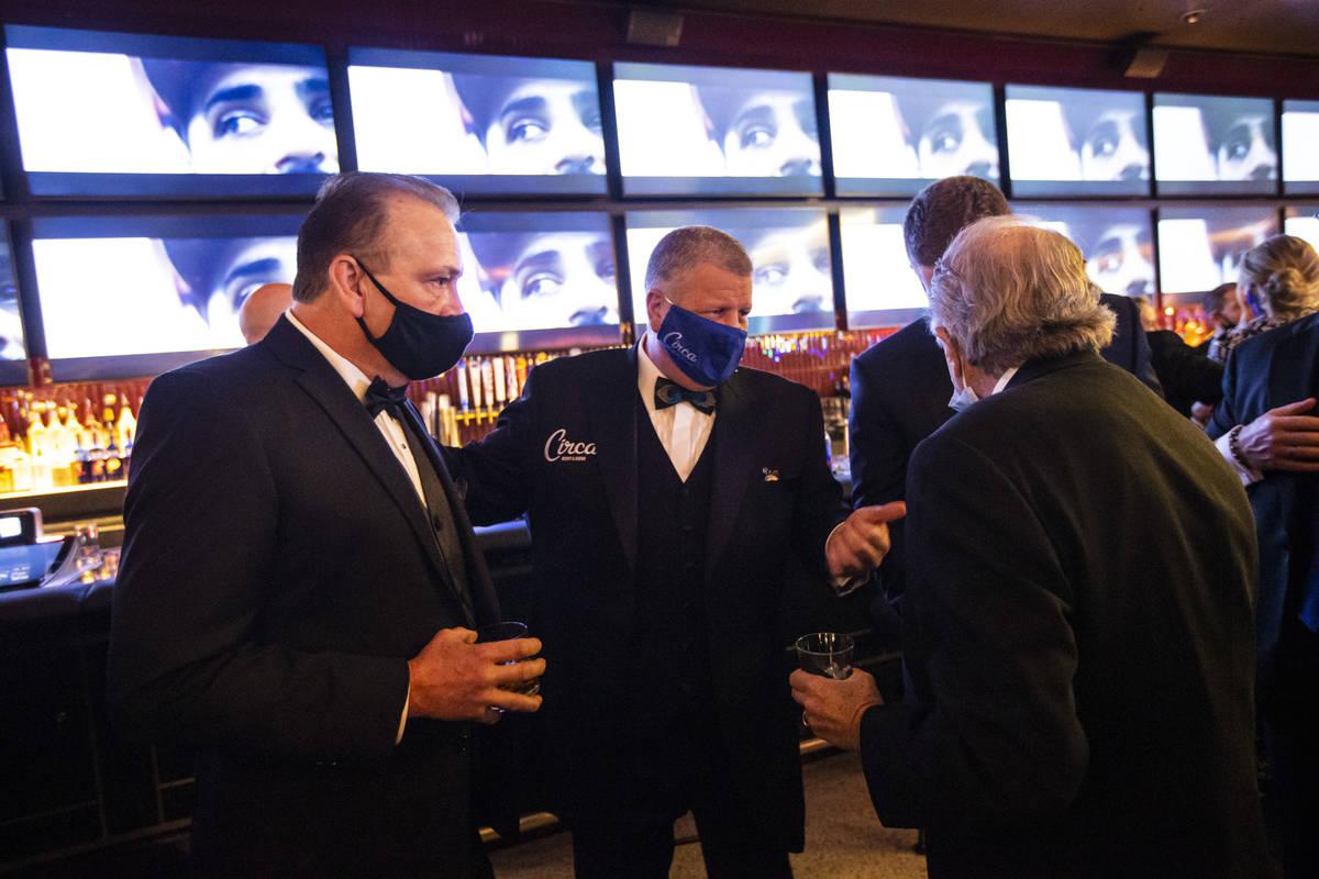 El dueño de Circa, Derek Stevens, se mezcla con amigos e invitados durante el evento VIP de in ...