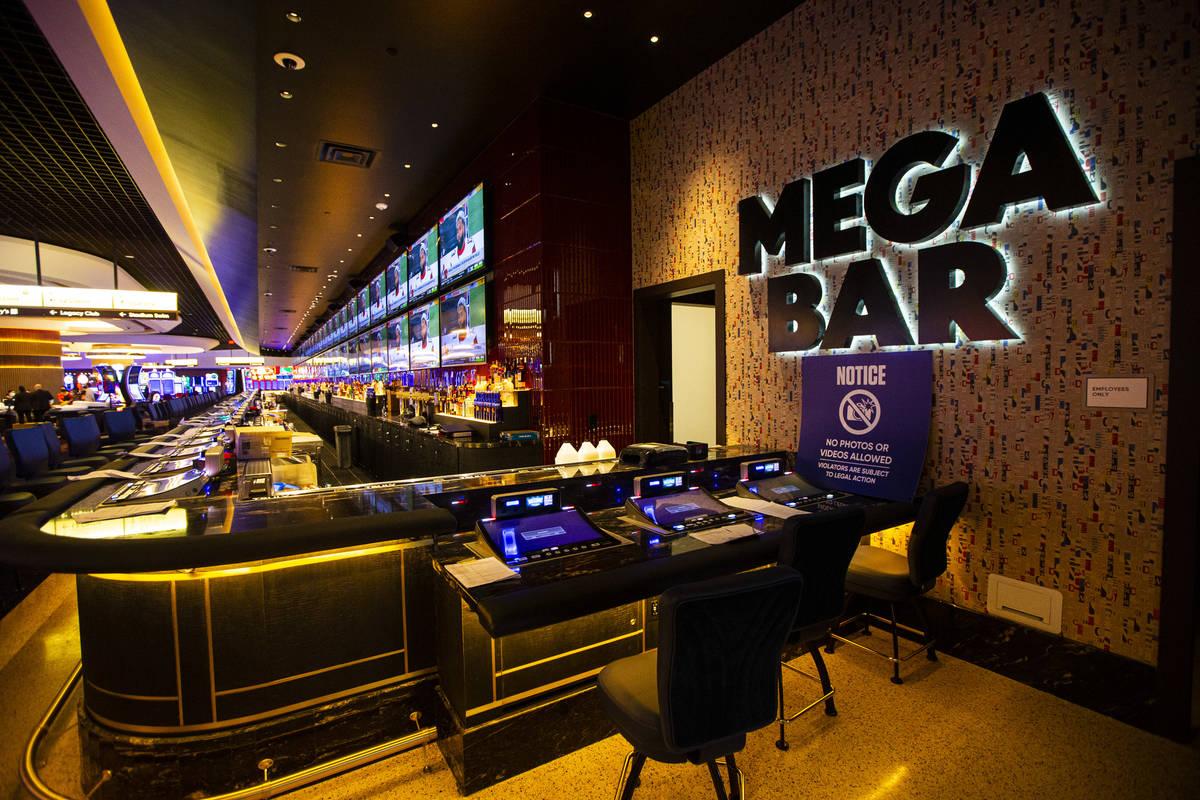 Una vista del Mega Bar durante un recorrido por Circa, el primer casino construido en el centro ...