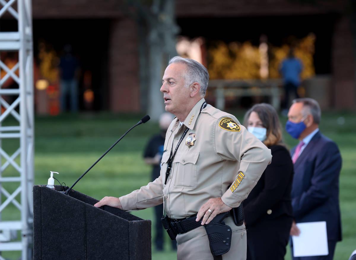 El alguacil del Condado Clark, Joe Lombardo, anuncia que el número oficial de víctimas del Ro ...