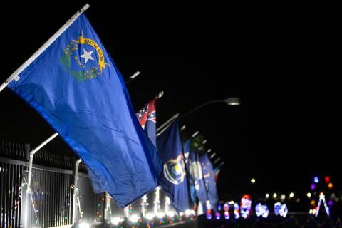 La bandera de Nevada se ve en Las Vegas Motor Speedway en esta foto de archivo del 10 de noviem ...