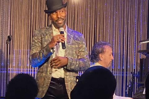 Eric Jordan Young, izquierda, y Philip Fortenberry se muestran en The Vegas Room el sábado 20 ...