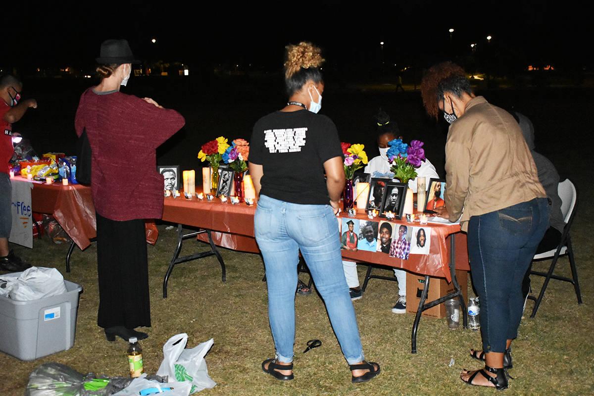 Organizaciones locales conmemoraron el Día de Muertos montando altares con un mensaje social. ...