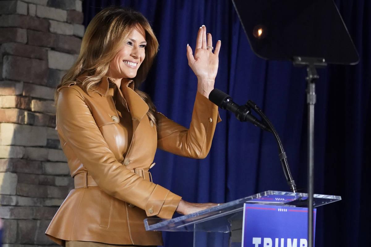 La primera dama Melania Trump habla durante un mitin de campaña en Magnolia Woods el lunes, 2 ...
