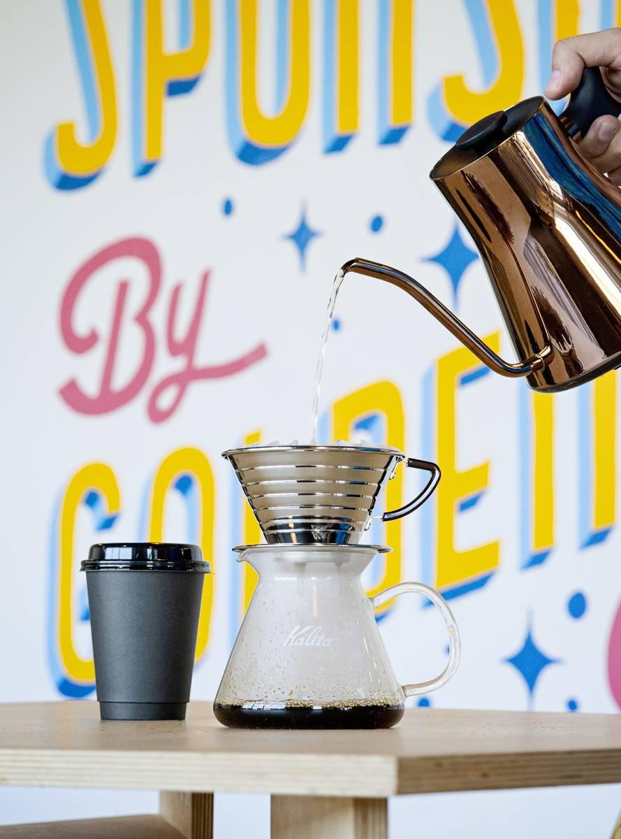 Los votantes pueden ir por una taza de café gratis en Golden Fog Coffee este Election Day. (Sh ...