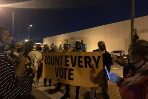 Manifestantes exigen que cada voto en las elecciones presidenciales de 2020 sea contado en el D ...