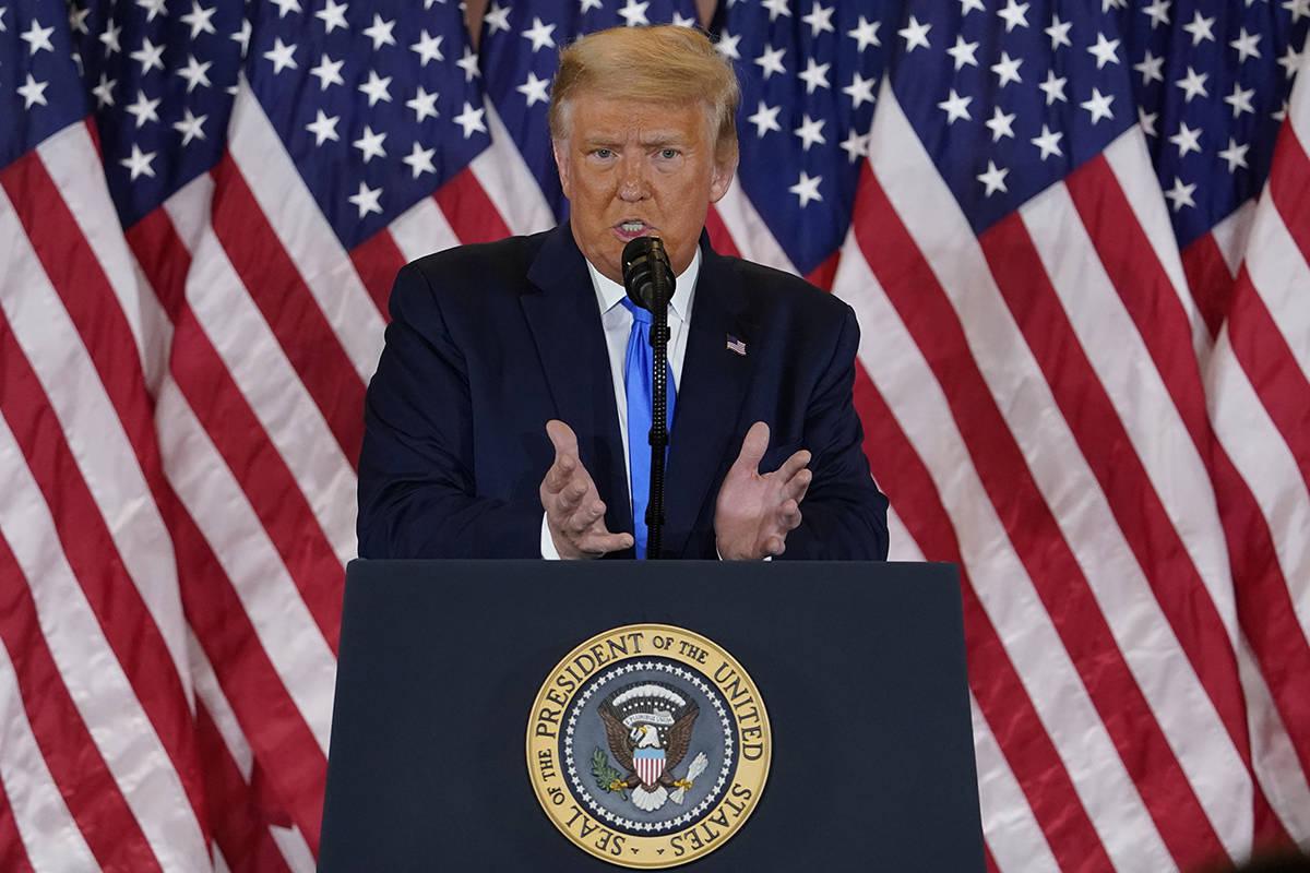 El presidente Donald Trump habla en el Salón Este de la Casa Blanca el miércoles, 4 de noviem ...