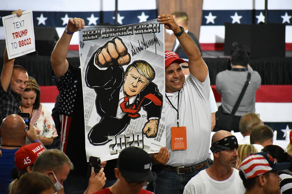 En esta foto de archivo, seguidores del presidente Donald Trump externan su apoyo previo a un m ...
