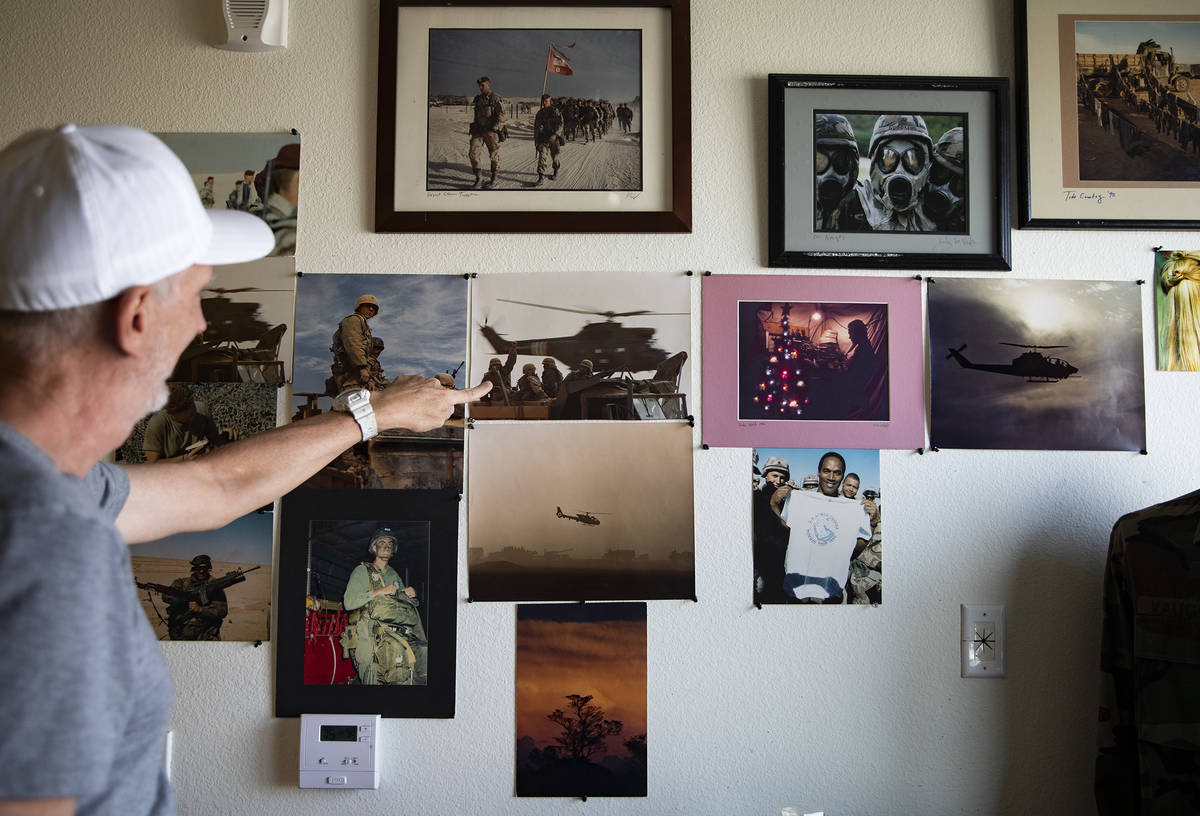 Kirby Lee Vaughn, quien tomó fotos como sargento de vuelo durante las operaciones Desert Shiel ...