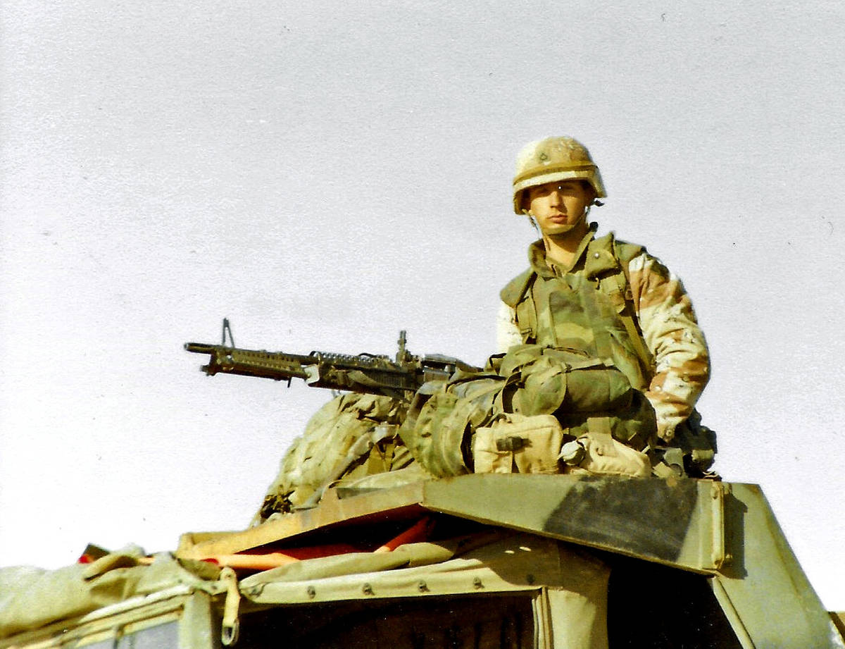 A paratrooper and his M60 machine gun during Operation Desert Storm in February 1991. (Kirby Le ...