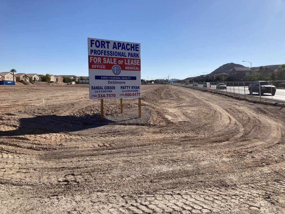Los desarrolladores American Nevada Co. y First Federal Realty DeSimone planean construir un es ...