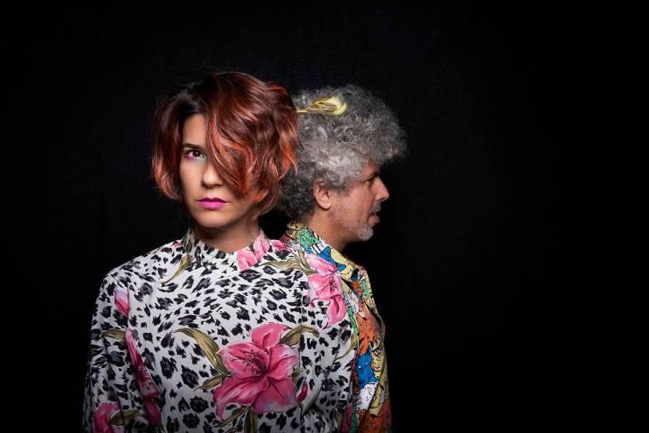 """El dúo Afrobeta ha lanzado su cuarto disco, """"Ilusión Motel"""". [Foto Juan Vergara, vía The ..."""