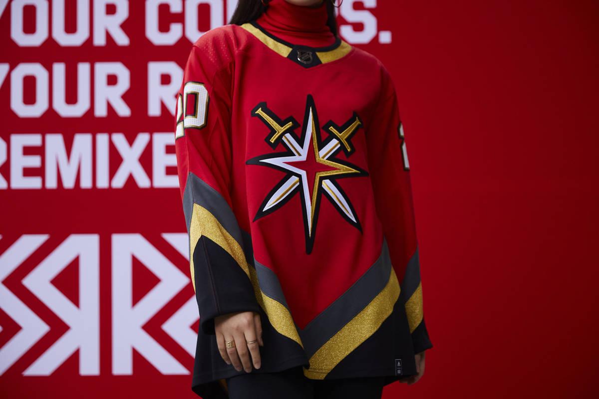 Los Vegas Golden Knights lanzaron una cuarta jersey el lunes, 16 de noviembre de 2020. (Vegas G ...