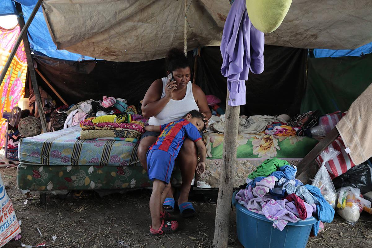 Wendy Guadalupe Contreras, que se quedó sin hogar después de que la última tormenta azotara ...