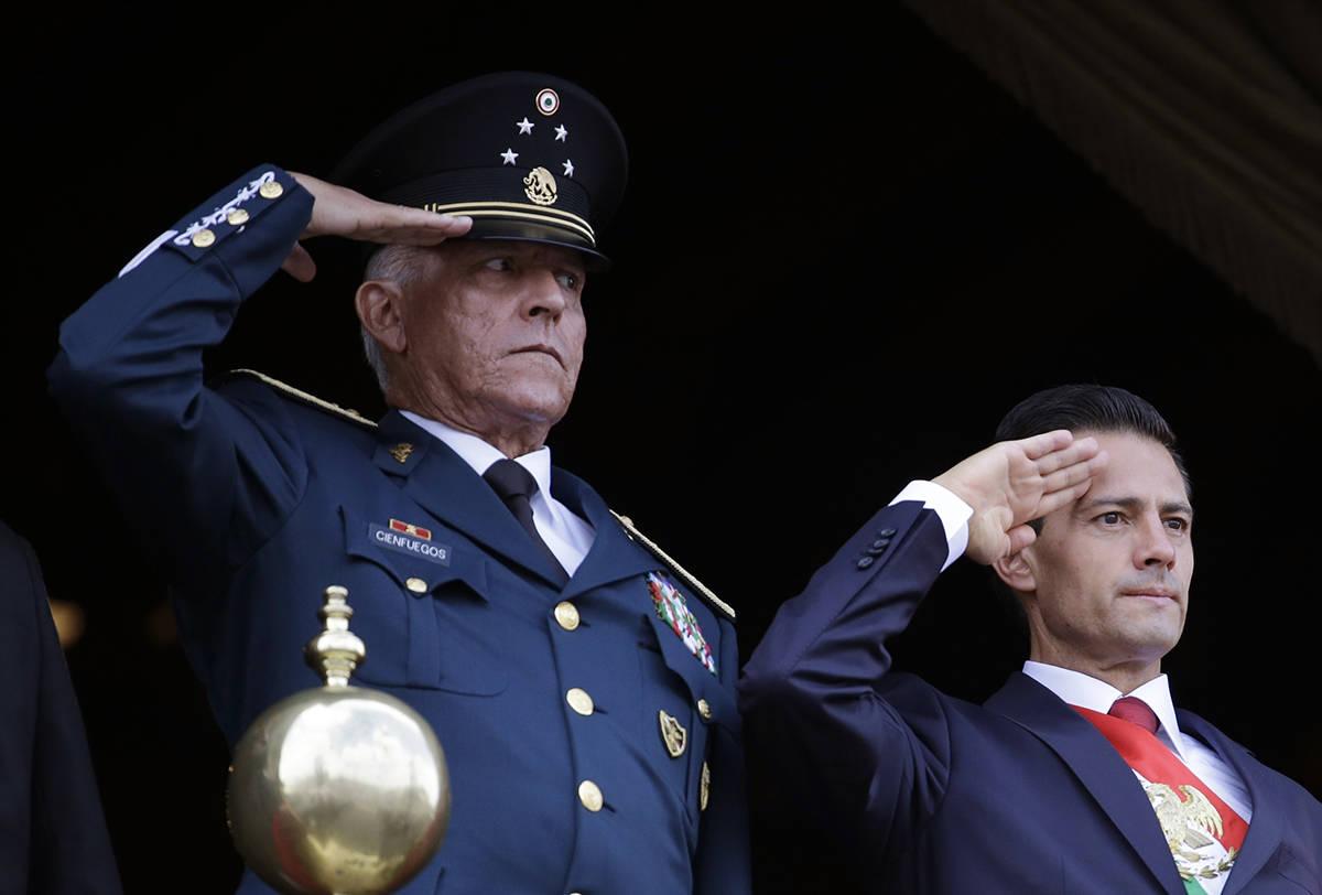 ARCHIVO - En esta fotografía de archivo del 16 de septiembre de 2016, el secretario de Defensa ...