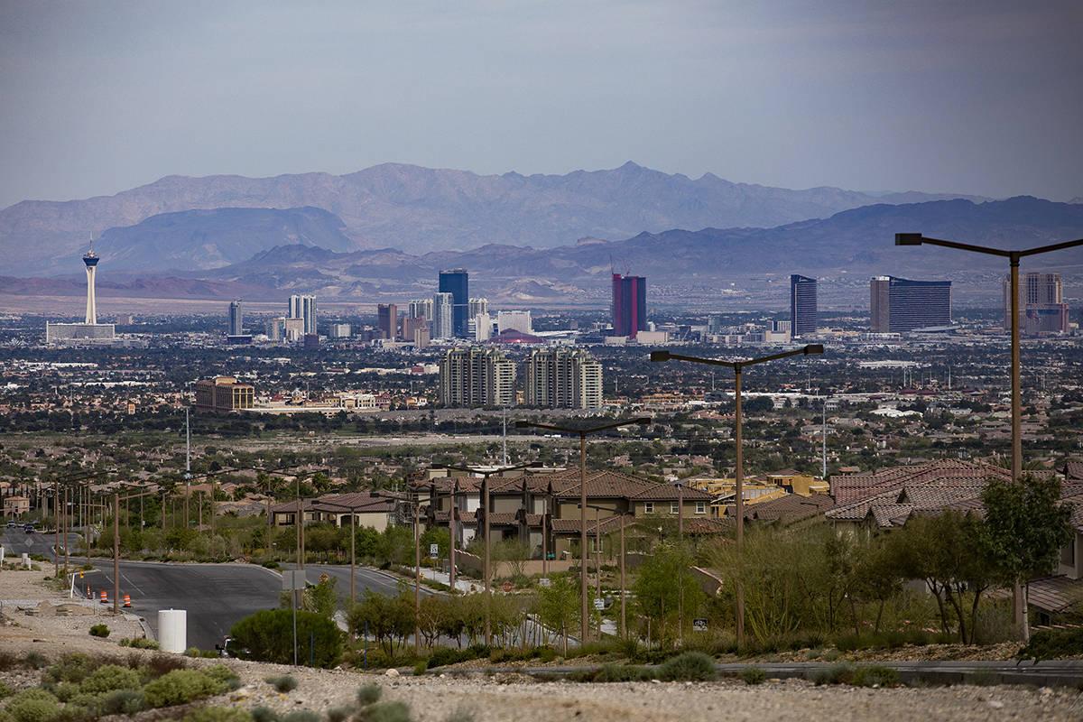 El Strip visto desde Summerlin en Las Vegas el domingo, 26 de abril de 2020. (Rachel Aston/Las ...