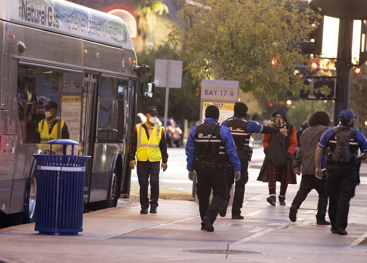 El Departamento de Policía Metropolitana está investigando un apuñalamiento en el Centro de ...
