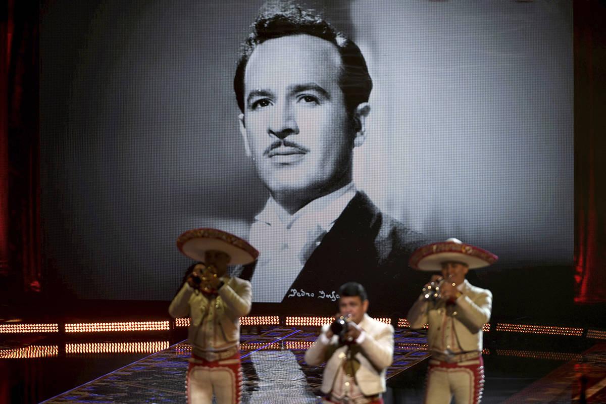 Mariachi Sol de México de José Hernández se presenta con la cantante y compositora mexicano- ...
