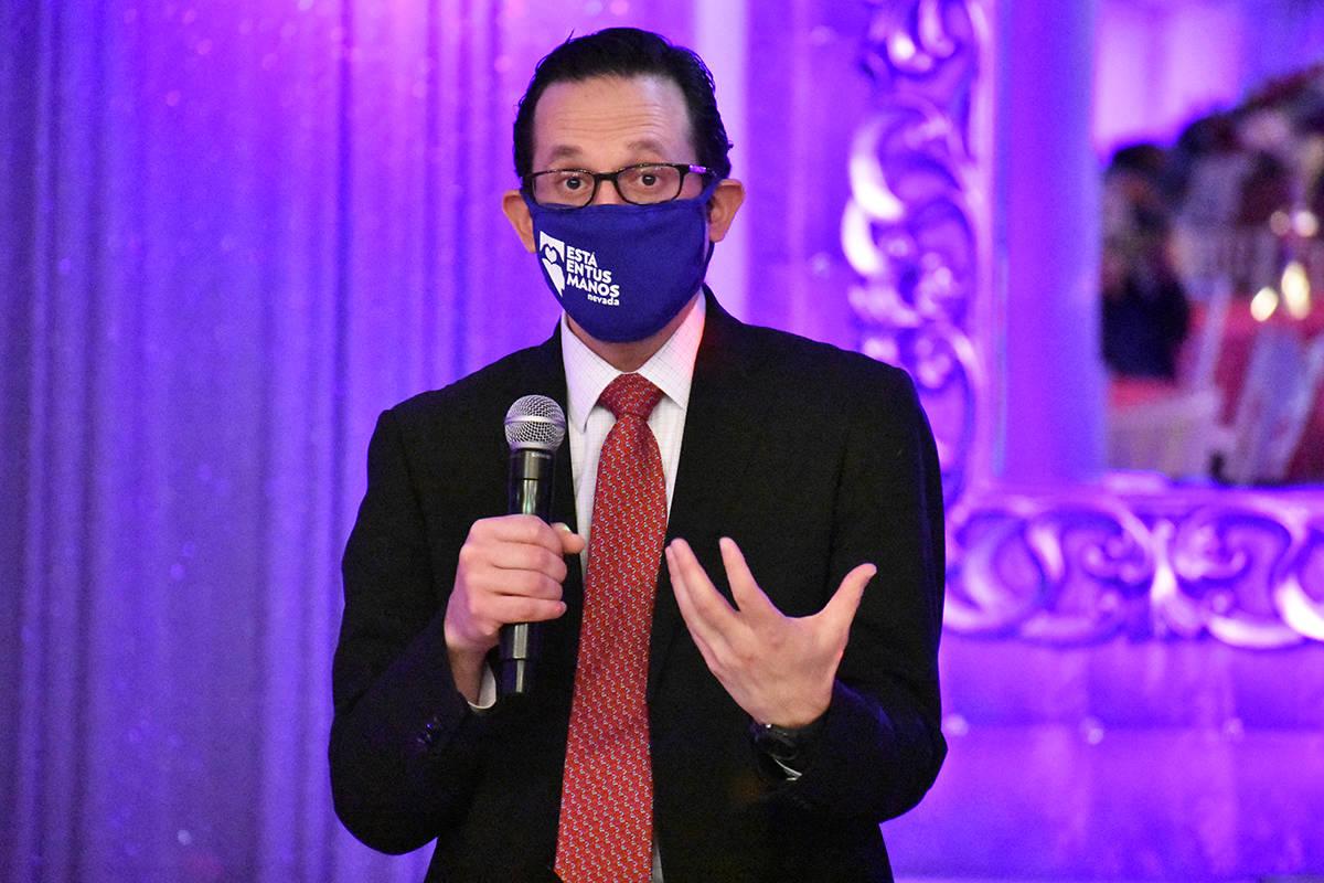 El cónsul de México en Las Vegas, Julián Escutia, dirigió un mensaje a los jóvenes benefic ...