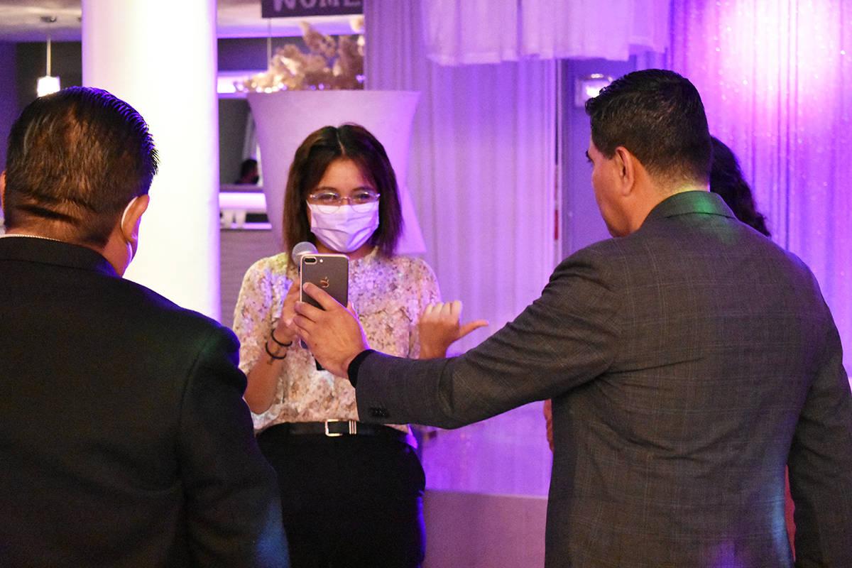 La Comunidad Migrante Las Vegas realizó una ceremonia privada para entregar apoyos económicos ...