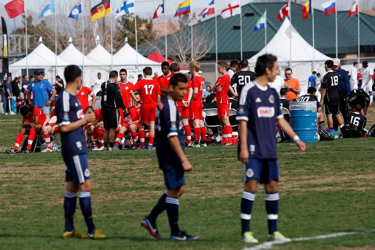 En esta foto de archivo, varios equipos participan en el torneo de fútbol Mayor's Cup Internat ...