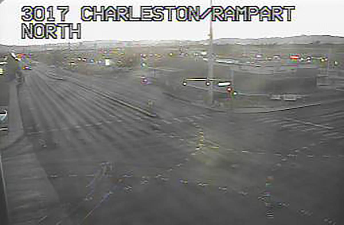 La intersección de West Charleston y Rampart/Fort Apache permanece cerrada a las 6:10 a.m. del ...
