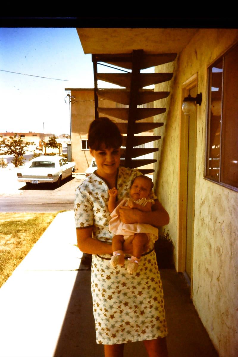 """Cathy Holm con su hija, Wendi, en el documental """"Baby God."""" (HBO)"""