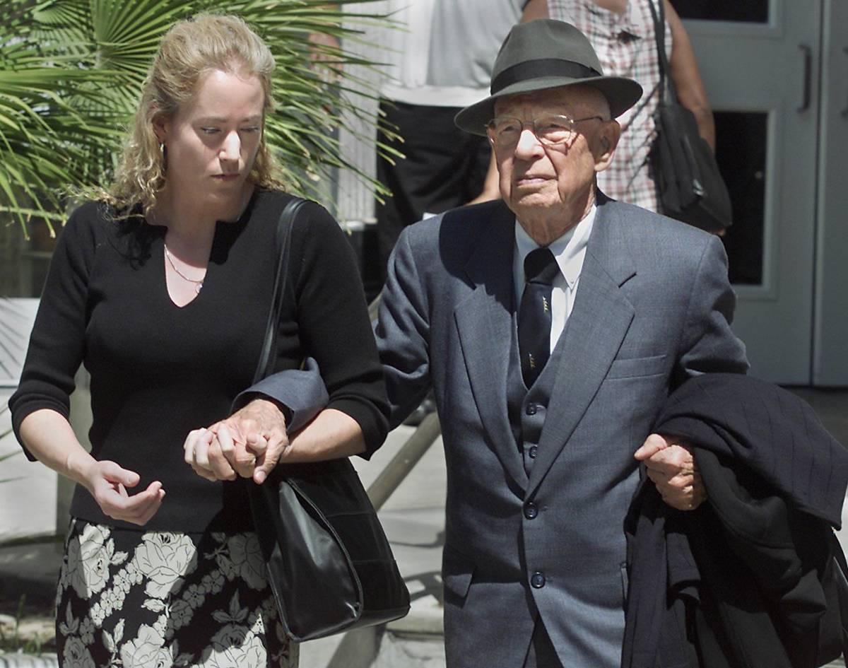 El doctor Quincy Fortier es atendido por su hija, Nanette, después de dejar el tribunal de dis ...