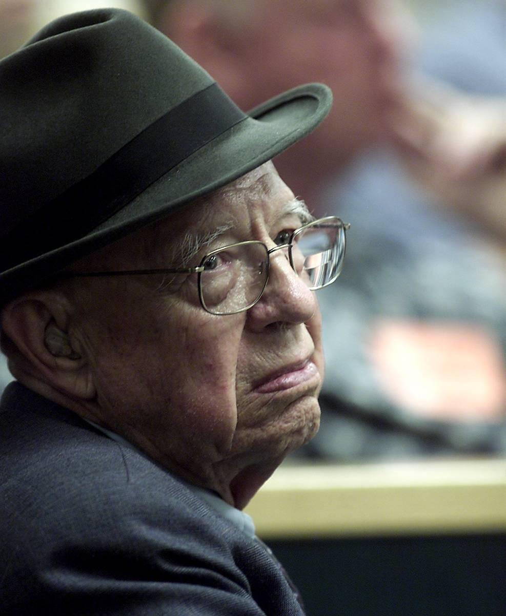 El doctor Quincy Fortier escucha durante la selección del jurado en el Tribunal de Distrito. ( ...