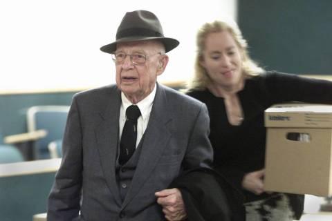 El doctor Quincy Fortier deja el tribunal de distrito tras un acuerdo en una demanda civil cont ...