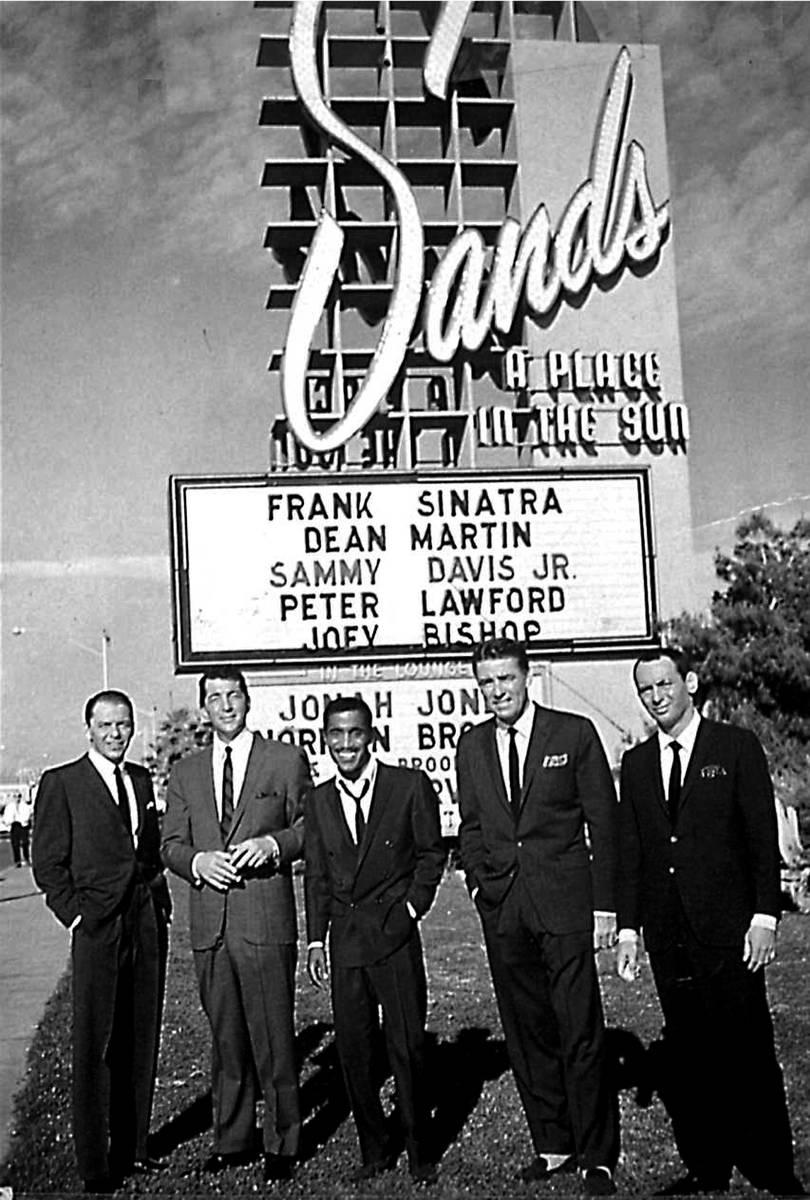 "Miembros del legendario ""Rat Pack"", de izquierda a derecha, Frank Sinatra, Dean Martin, Sammy D ..."