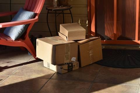 Las autoridades piden a los consumidores no estar pendiente de la llegada de sus productos comp ...